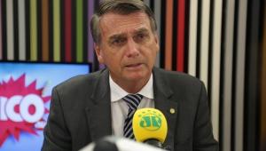 """Bolsonaro trata acusações como """"fake news"""" e desafia imprensa"""