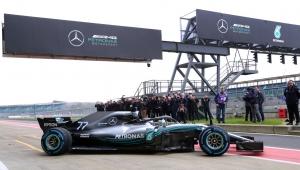 """Hamilton diz que novo carro da Mercedes """"melhorou em todos os aspectos"""""""