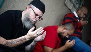 Ex-rapper tenta combater preconceito religioso com mesquita em favela de SP
