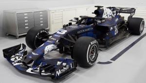 """Red Bull Racing apresenta carro para 2018 com pintura """"provisória"""""""