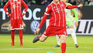 Com time misto e gol nos acréscimos, Bayern alcança 10ª vitória seguida no Alemão