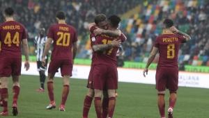 Roma decide no segundo tempo, vence a Udinese e assume a terceira posição