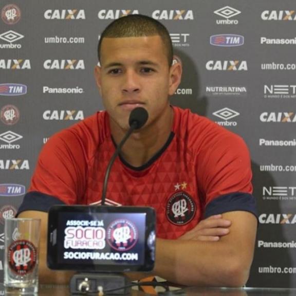 Corinthians deve anunciar troca de volante por Sidcley com Atlético-PR