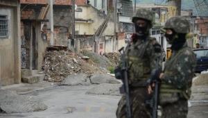 Forças Armadas fazem operação em área de confronto no Rio