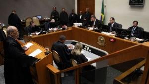 Ministros do STJ divergem e julgamento sobre guarda de animais é suspenso