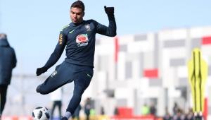 """Casemiro vê jogo duro com Douglas Costa na Liga dos Campeões: """"dou no meio dele"""""""