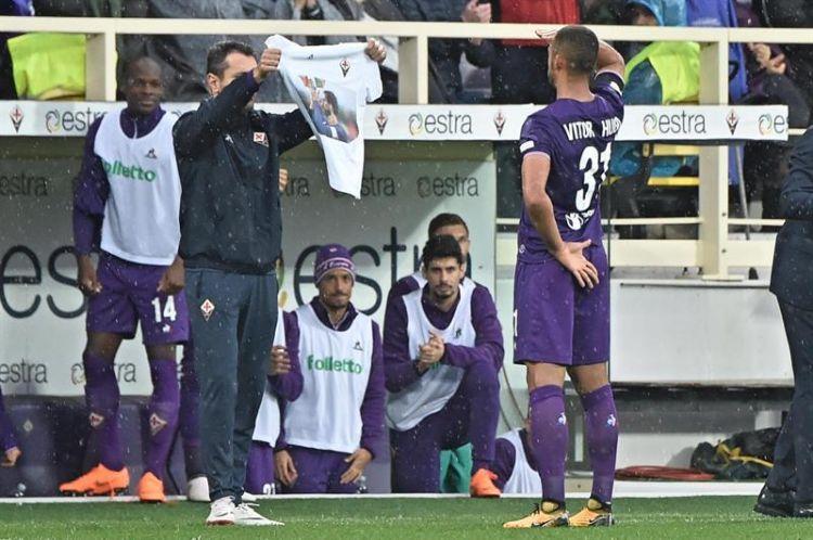 Substituto de Astori, brasileiro decide para Fiorentina em dia de homenagem