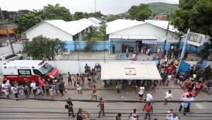 Prefeitura do Rio entrega tendas a ambulantes da Vila Kennedy