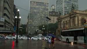Chuva intensa coloca toda a capital em estado de atenção para alagamentos