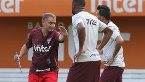 Aguirre dirige primeiro treino no São Paulo, faz mistério e divulga relacionados