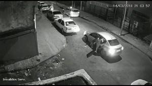 Imagens revelam que carro suspeito já aguardava saída de Marielle Franco