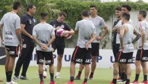 Carille promove quatro mudanças em último treino antes do Bragantino