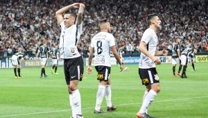 Diferente, Corinthians se impõe e vai àsemisem sustos; veja análise