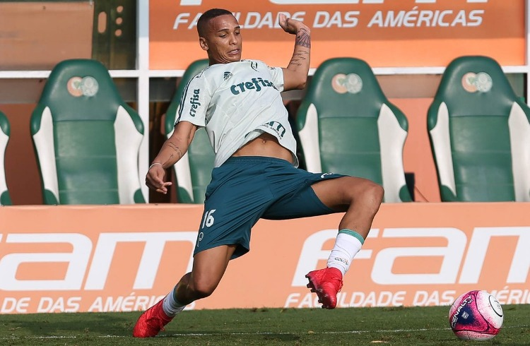 Palmeiras vence Santos e larga em vantagem na semifinal do Paulistão