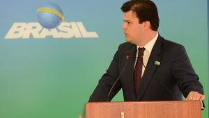 Linhas com problemas fazem parte do complexo de Belo Monte, diz ministro