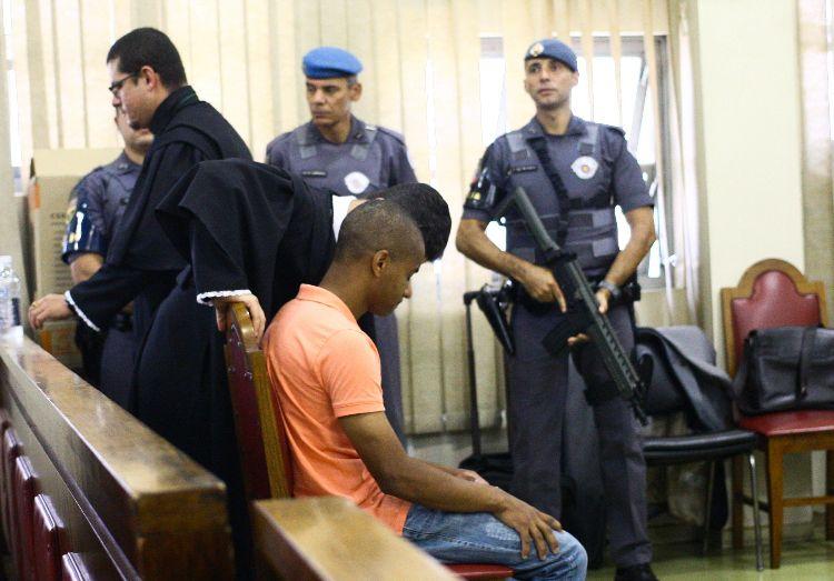 Júri popular condena policial por participação em chacina de Osasco