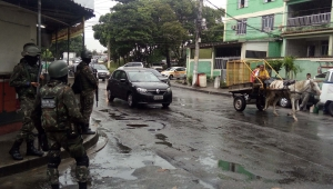 Forças Armadas realizam operações em Angra, no sul fluminense, e na Vila Vintém