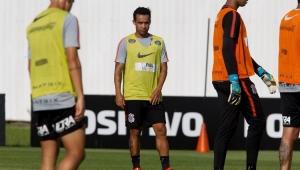 Jadson sofre contratura e se torna mais um desfalque no Corinthians