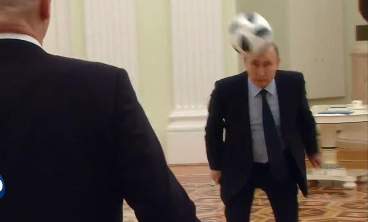A 100 dias da Copa, Putin bate bola com Ronaldo e ex-craques em vídeo da Fifa