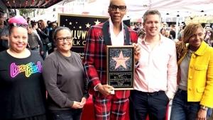Ícone da cultura drag queen, RuPaul ganha estrela na calçada da fama