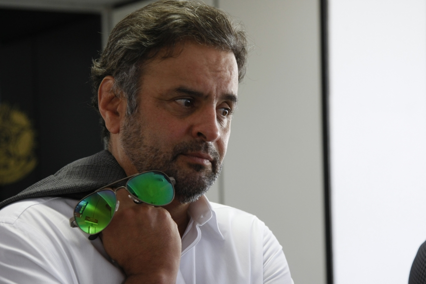 Aécio Neves passa mal e é levado a hospital