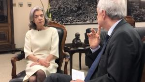 Lula não pode ter privilégio nem ser destratado, diz Cármen Lúcia