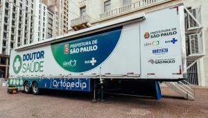 """Governo lança """"carreta da saúde"""" para cuidar de ortopedia em SP"""