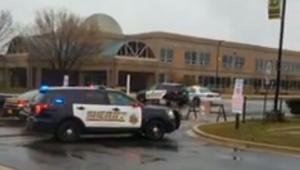 Estudante atirador morre após deixar dois colegas feridos em Maryland