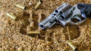 GCM à paisana reage e fere criminoso em tentativa de arrastão dentro de ônibus em SP
