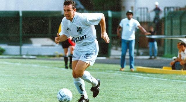48744c16c3 Corinthians enfrenta o Santos como visitante no Pacaembu 22 anos ...