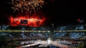 PyeongChang encerra Jogos, lembra Stephen Hawking e passa bastão para Pequim
