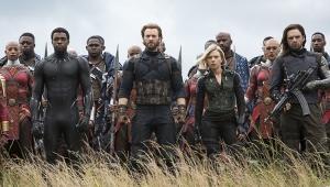 Diretores de 'Vingadores 4' anunciam fim das filmagens com foto misteriosa