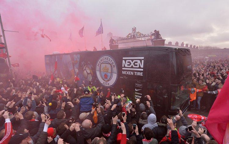Liverpool, Manchester City, anfield, ônibus