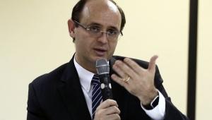 Ministro festeja decisão que manteve reajuste do orçamento da educação