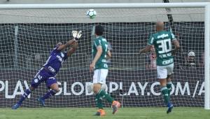 Invicto, Jailson alcança marca de ídolos do Palmeiras, mas corre risco