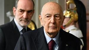Após renúncia de premiê, Itália discute próximos passos para tentar barrar crise
