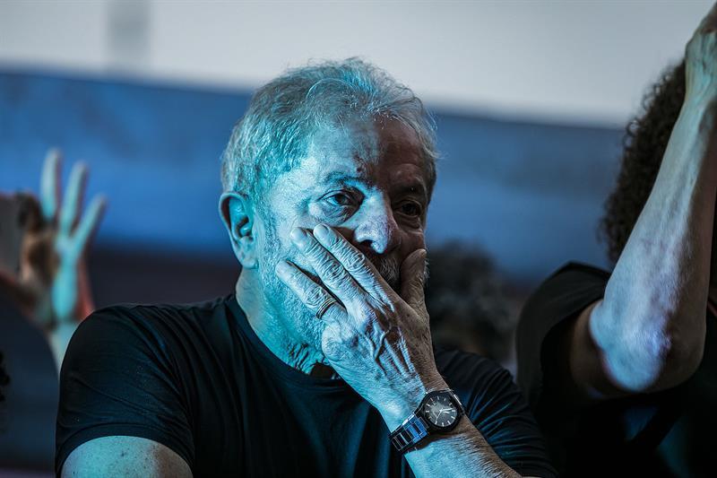 Deputado ameaça invadir PF para ver Lula