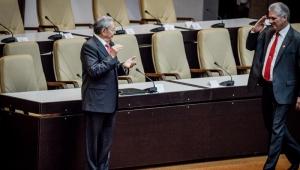 """Díaz-Canel: """"Raúl Castro liderará as decisões cruciais para Cuba"""""""