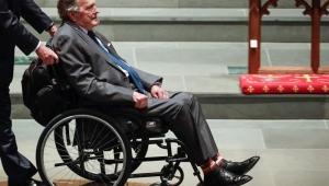 Ex-presidente George Bush deixa UTI de hospital nos EUA