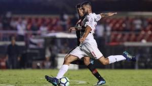 São Paulo fecha treino e pode ter 3 novidades contra Inter