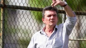 Andrés confirma renovação com Jadson e contratação de Douglas pelo Corinthians