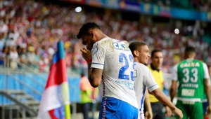 Vanderlei se destaca, mas Bahia bate Santos com gol no último lance