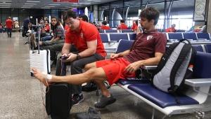"""Rodrigo Caio começa fisioterapia no aeroporto, mas é ironizado: """"não precisa ter pressa"""""""