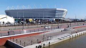 Único fora da Rússia, estádio erguido no pântano é inaugurado para a Copa