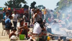 Após tumulto em Roraima, 1,2 mil venezuelanos deixam o Brasil