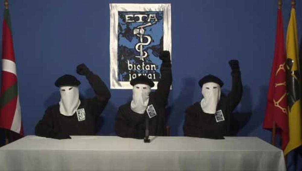 ETA pede desculpa às vítimas e agenda dissolução para 5 de Maio
