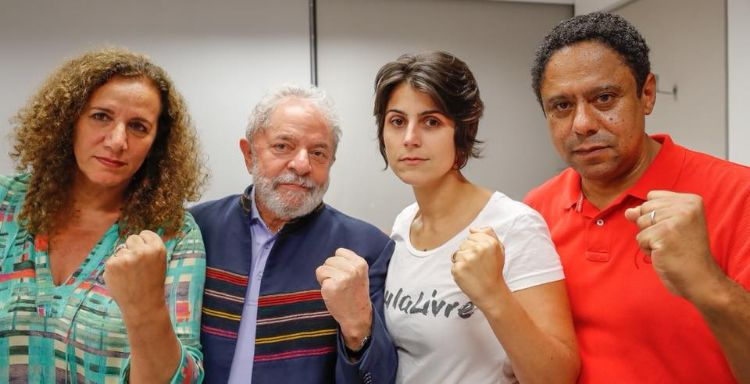 Lula tenta deixar Sindicato dos Metalúrgicos, mas é impedido por manifestantes