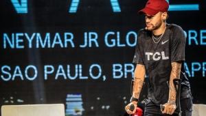 Neymar prevê liberação de médicos por volta de um mês