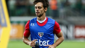 """Flamengo quer, e Rodrigo Caio pode ser envolvido em """"meganegócio"""" por Everton"""