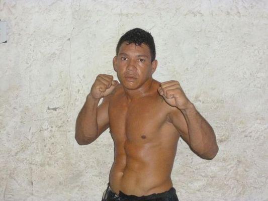 Lutador de MMA é assassinado na frente do filho de 9 anos